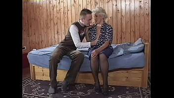 Пожилая тетя соскучилась по племяннику и решилась заняться с ним буйным трахом