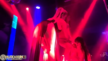 Анально-вагинальное соло melena maria rya с секс игрушкой на балконе