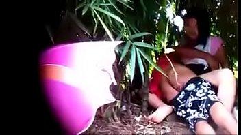 Грудастая девка в чулочках скидывает красное нижнее белье и мастурбирует половую щелочку