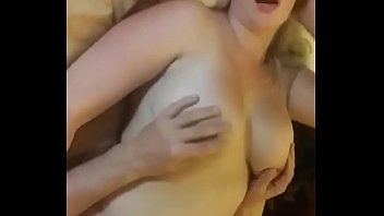 Парнишка наказывает рыжую женушку бурным попкой